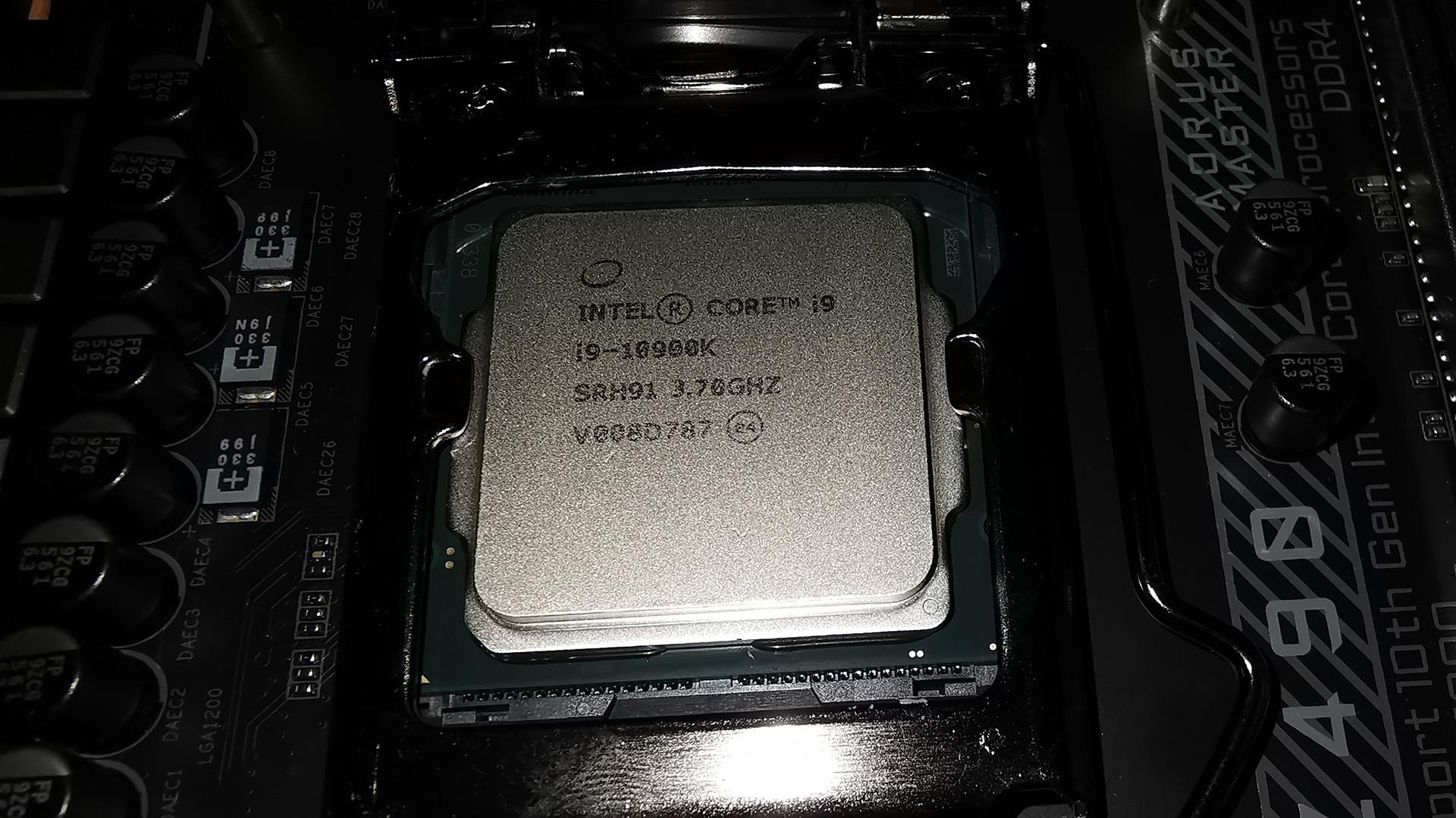 Intel i9 and i5 CPUs