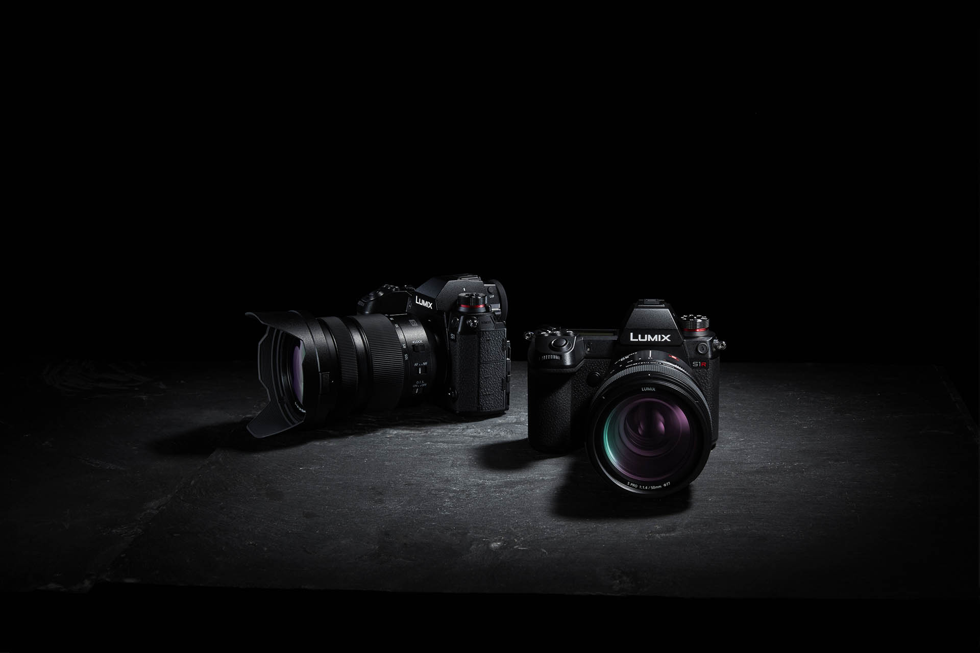 Panasonic LUMIX S1R and S1